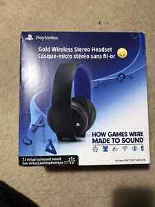 ****PLAYSTATION GOLD WIRELESS STEREO HEADSET****