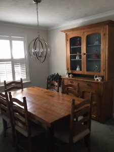 Pine Harvest Table with 6 Chairs; Antique Flat-to-the-Wall