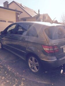 2011 MERCEDES BENZ B200 ONLY 108,000kms FOR SALE London Ontario image 3