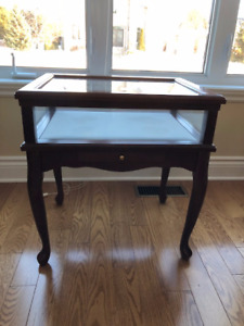 Bombay Table avec vitrine/with display case