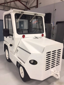 CLARK AVIATION CT50D BAGGAGE/TOW TRACTOR