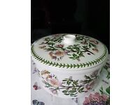 Portmeirion Large Casserole in Dogrose motif