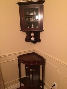 Beautiful Bombay corner display case and matching corner table