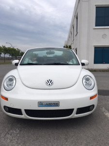 VW Beetle cabriolet blanche 2010