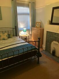 double room in central Headington only 2 minutes from the shops