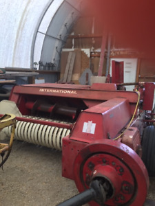International 435 Baler in excellent working condition
