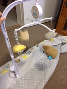 Breathable crib bumper with mobile