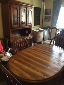 COLONIAL Dining Room Set For Sale