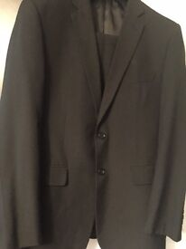 Mens dark grey M&s suit, w 36-40chest very good con, only £20