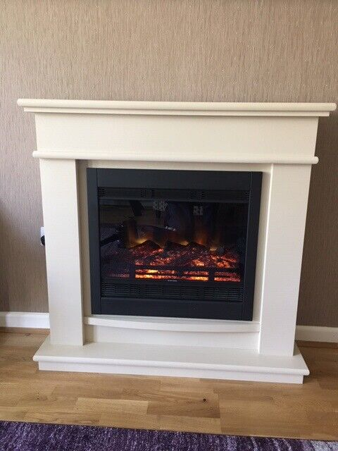 Lovely Electric Fireplace And Surround Mint Condition