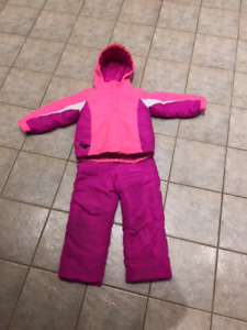Girls 2 piece snowsuit with removable fleece – size 5T