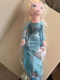 NEW - Elsa soft bodied doll