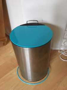 Step On Mini Garbage Can - $5 (mini size - see measurements)