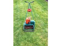 Self driving cylinder lawnmower