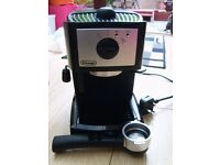 DELonghi Coffee maker plu two Costa cups & saucers. Excellent condition