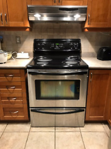 Frigidaire Ceramic Stove Top & Self Cleaning Oven