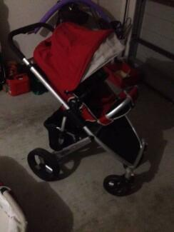 Steelcraft Strider compact pram with bassinet