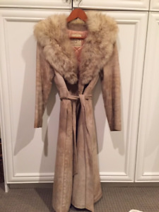 Size S-M Beige suede 3 quarter length coat with mink collar