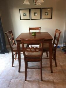 Bar-Height Table & Chairs