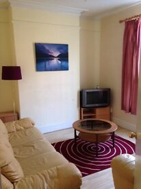 A DOUBLE ROOM TO LET/RENT: CLOSE TO DERBY CITY CENTER & UNIVERSITY; BILLS AND COUNCIL TAX INCLIDED