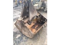 Heavy Duty Clamshell Grab/Bucket - c/w Ram and Fittings. Hiab/Digger/Forklift