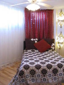 Room! Available Now! Weekly-250$! Monthly-700$!