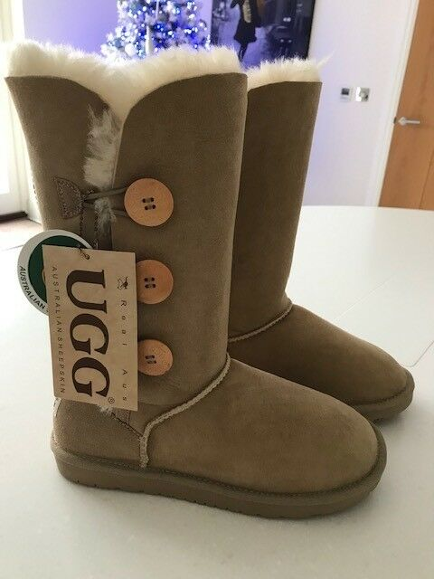 beafca1e24b Ladies UGG Boots 3 Button Bailey Size 7 New With Tags | in Stock, Essex |  Gumtree