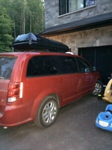 LOW KM 2014 Dodge Caravan SXT Se Stow & Go Seating