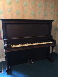 Piano droit à donner. Upright piano to give away.