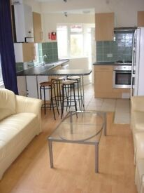 STUDENTS ONLY, BILLS INCLUSIVE, SHORT TERM LET IN 6 BED HOUSE, MACKINTOSH PLACE