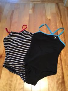 Deux maillots de bain pour fille - GAP et TYR grandeur 10 ans