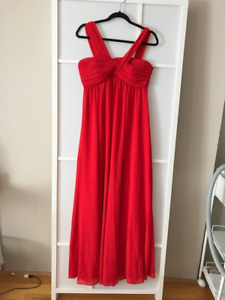 Red Reiss Long Gown size 6 Never Worn