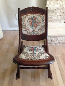ANTIQUE LOOKING NURSING ROCKER