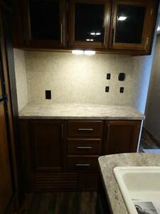 Couples 3-slide Travel Trailer with Rear Living Room Kitchener / Waterloo Kitchener Area image 14