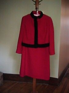 TAILLEUR VINTAGE ROUGE STYLE JACKIE KENNEDY 8 ANS