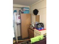Large single room in nice and tidy flat in Thornton Heath. Single room with double bed .