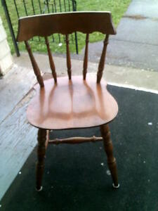 set of 4 pine wood chairs