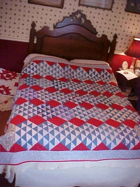 1930s PIECED QUILT  RED BLUE
