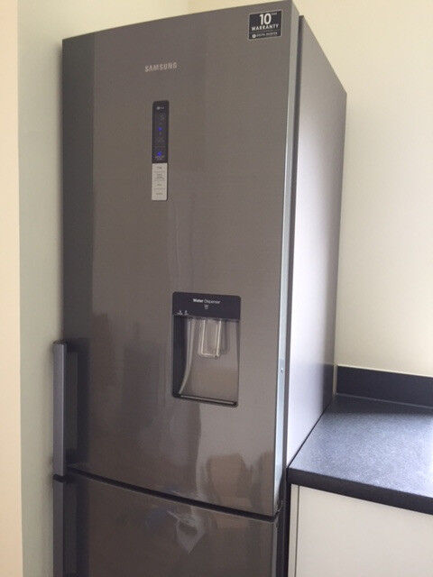 Samsung fridge/freezer - 7 year warranty remaining