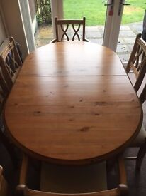 Pine Extendable Dinning Table and 6 Chairs (4 chairs, 2 carvers)