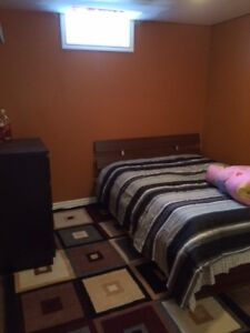 Student room for rent available October 31