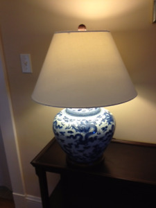 BLUE & WHITE CHINESE LAMPS AND PORCELAIN