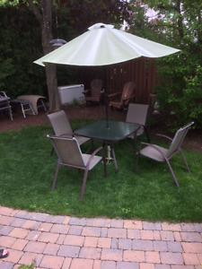 ON HOLD - PPU Tomorrow - Patio Set - Table + 4 Chairs + Umbrella