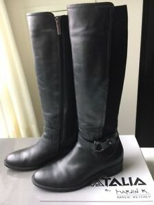Womens Black Leather Knee High Waterproof Boots Size 9 - Italy