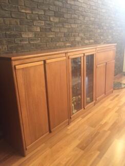 Tasmanian Oak Cabinet Set Chipping Norton Liverpool Area Preview