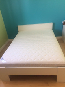 Double size bed and matelas for sale
