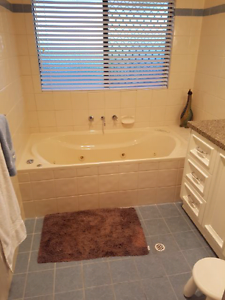 Extra large 12 jet indoor spa bath Lesmurdie Kalamunda Area Preview