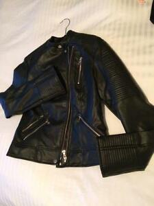 Manteau imitation de cuir, NEUF, jamais porté!! Grandeur Large
