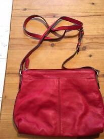 Red leather shoulder handbag Clarks unused