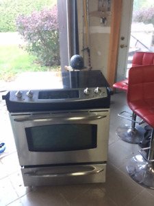 Cuisiniere GE Profile Stainless